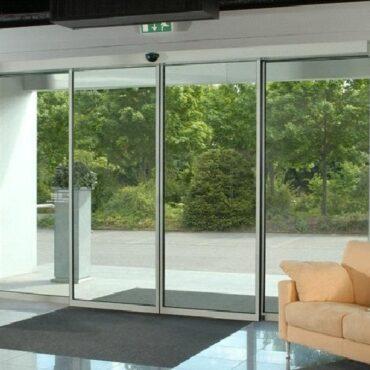 Автоматические алюминиевые двери с установкой