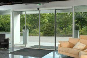Такой тип автоматических дверей, отлично подходит для магазинов, офисных зданий и медицинских учреждений
